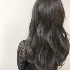 グレージュ ダブルカラー ロング 大人女子 ヘアスタイルや髪型の写真・画像