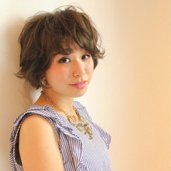 大人女子 外ハネ ショート ガーリー ヘアスタイルや髪型の写真・画像