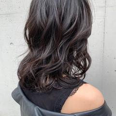 大人女子 モード ミディアム ミディアムレイヤー ヘアスタイルや髪型の写真・画像