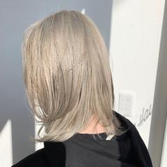 フェミニン ミディアムレイヤー ハイトーンカラー ミディアム ヘアスタイルや髪型の写真・画像