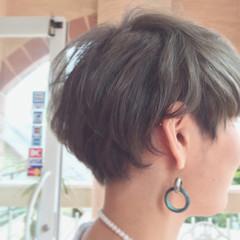 ブリーチ ダブルカラー グレー ショート ヘアスタイルや髪型の写真・画像
