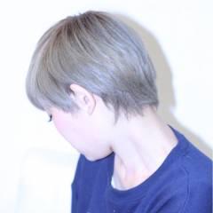 ショート アッシュ ブリーチ スモーキーアッシュ ヘアスタイルや髪型の写真・画像