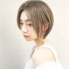 ショートボブ 前髪なし 大人ハイライト 丸みショート ヘアスタイルや髪型の写真・画像