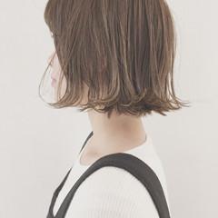 切りっぱなし グレージュ ナチュラル ボブ ヘアスタイルや髪型の写真・画像