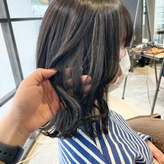 ミディアム 切りっぱなしボブ オリーブグレージュ オリーブアッシュ ヘアスタイルや髪型の写真・画像