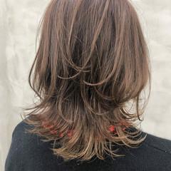 ミディアム フェミニン ニュアンスウルフ アンニュイほつれヘア ヘアスタイルや髪型の写真・画像
