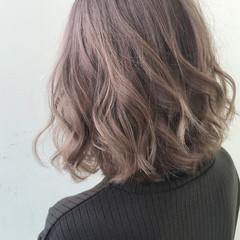 ミニボブ ミルクティーベージュ インナーカラー 切りっぱなしボブ ヘアスタイルや髪型の写真・画像