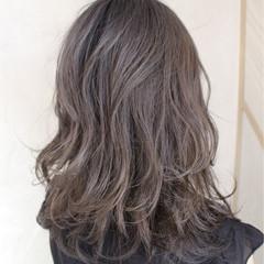 くせ毛風 外国人風 アッシュ ミディアム ヘアスタイルや髪型の写真・画像