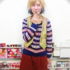イエロー オレンジ ストリート ブルー ヘアスタイルや髪型の写真・画像