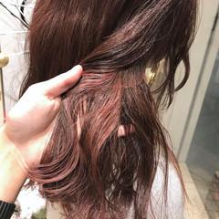 ピンク セミロング レッド インナーカラー ヘアスタイルや髪型の写真・画像