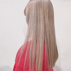 ロング ホワイト ホワイトグレージュ ホワイトカラー ヘアスタイルや髪型の写真・画像