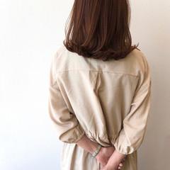 セミロング ロブ 外ハネ アッシュ ヘアスタイルや髪型の写真・画像