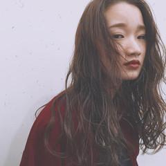 パーマ ロング アッシュ ナチュラル ヘアスタイルや髪型の写真・画像