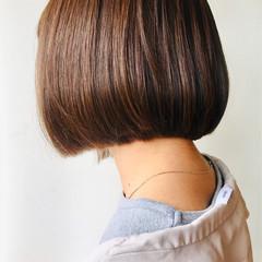 切りっぱなし まとまるボブ モード 切りっぱなしボブ ヘアスタイルや髪型の写真・画像