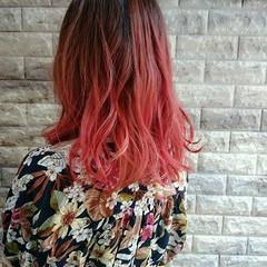 ミディアム グラデーションカラー ガーリー ピンク ヘアスタイルや髪型の写真・画像