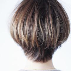 ボブ ナチュラル グレージュ 大人ハイライト ヘアスタイルや髪型の写真・画像