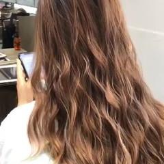 グラデーションカラー バレイヤージュ ヘアアレンジ ロング ヘアスタイルや髪型の写真・画像