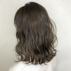 フェミニン グレージュ ミディアム 成人式 ヘアスタイルや髪型の写真・画像