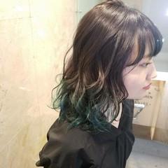 セミロング ダブルカラー イルミナカラー アッシュ ヘアスタイルや髪型の写真・画像