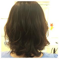フェミニン ゆるふわ ミディアム パーマ ヘアスタイルや髪型の写真・画像
