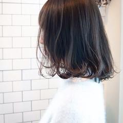 ミディアムヘアー ミニボブ ロブ 切りっぱなしボブ ヘアスタイルや髪型の写真・画像