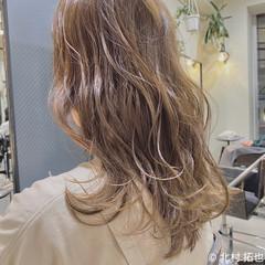 極細ハイライト 透明感カラー シアーベージュ ナチュラル ヘアスタイルや髪型の写真・画像