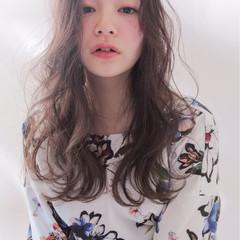 セミロング 上品 透明感 ゆるふわ ヘアスタイルや髪型の写真・画像