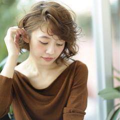 大人女子 パーマ アッシュ ナチュラル ヘアスタイルや髪型の写真・画像