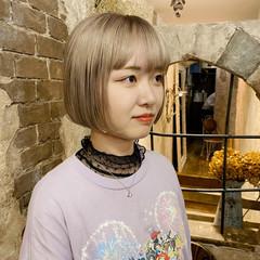 切りっぱなしボブ ストリート 刈り上げ女子 ブリーチカラー ヘアスタイルや髪型の写真・画像