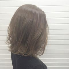 透明感 アッシュグレージュ エレガント 冬 ヘアスタイルや髪型の写真・画像