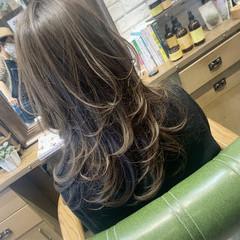 グレージュ ウルフカット フェミニン ロング ヘアスタイルや髪型の写真・画像