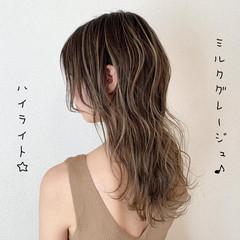 グレージュ ブリーチ ハイライト ミルクティー ヘアスタイルや髪型の写真・画像