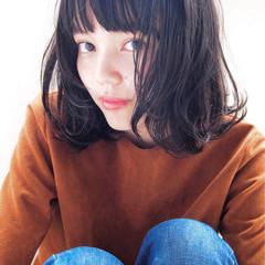 暗髪 パーマ 大人かわいい ミディアム ヘアスタイルや髪型の写真・画像