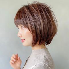 ナチュラル オフィス ショートヘア アンニュイほつれヘア ヘアスタイルや髪型の写真・画像