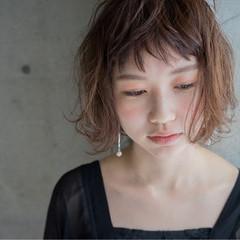 ショート 小顔 こなれ感 フリンジバング ヘアスタイルや髪型の写真・画像