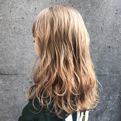 ハイトーン 金髪 エレガント ブラウン ヘアスタイルや髪型の写真・画像