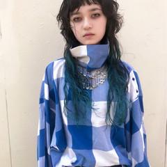 インナーカラー ブルー ロング フェミニン ヘアスタイルや髪型の写真・画像