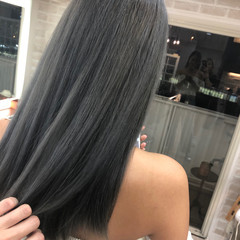 ロング ハイトーンカラー モード グレー ヘアスタイルや髪型の写真・画像
