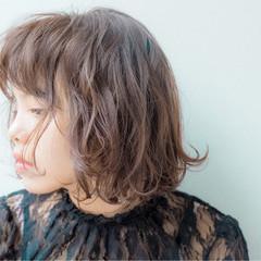 外国人風 ウェーブ ウェットヘア 暗髪 ヘアスタイルや髪型の写真・画像