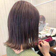 フェミニン ブリーチ ミルクティーグレージュ ミルクティー ヘアスタイルや髪型の写真・画像