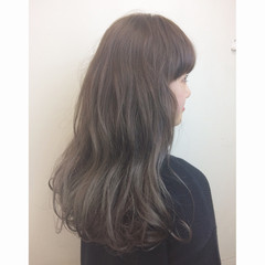 セミロング 外国人風 アッシュ 暗髪 ヘアスタイルや髪型の写真・画像