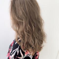 ミルクティーベージュ シアーベージュ フェミニン ベージュ ヘアスタイルや髪型の写真・画像