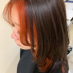 ミディアム ストリート ウルフカット インナーカラーオレンジ ヘアスタイルや髪型の写真・画像