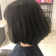 スウィングレイヤー フェミニン オフィス ボブ ヘアスタイルや髪型の写真・画像