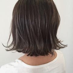 アッシュグレー ストリート 外ハネ ボブ ヘアスタイルや髪型の写真・画像