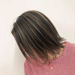外ハネ バレイヤージュ ストリート クリームブロンド ヘアスタイルや髪型の写真・画像