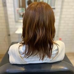 フェミニン レイヤーカット ミディアム ベージュ ヘアスタイルや髪型の写真・画像