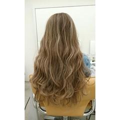 ブラウン 外国人風 ダブルカラー 波ウェーブ ヘアスタイルや髪型の写真・画像