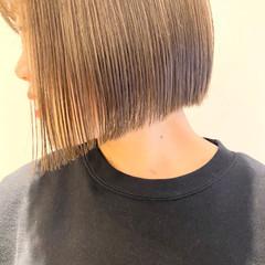 ショートヘア 切りっぱなしボブ ショートボブ ナチュラル ヘアスタイルや髪型の写真・画像