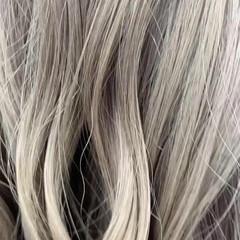 ハイトーン ストリート プラチナブロンド セミロング ヘアスタイルや髪型の写真・画像